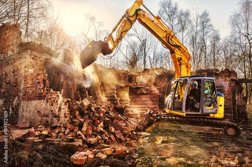 Obraz na plátně Demolishing an old industrial building