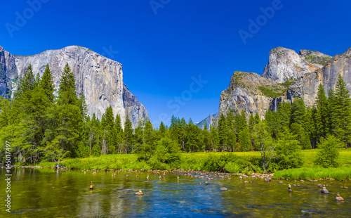 Photo  Merced River at Yosemite National Park