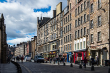 Busy Street Royal Mile In Edin...