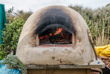 Pizzas On Earth Oven