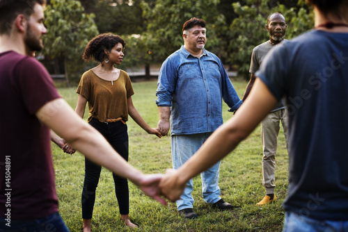 Fotografía  Group of people holding hand together in the park