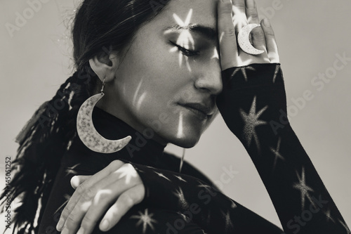 Poster Inspiration painterly beautiful young woman with stylish jewelry. night dream concept
