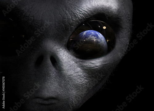 Photographie alien looking at the earth