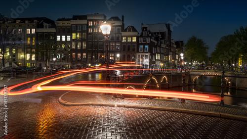 Nächtliche Bewegungen auf der Keizersgracht in Amsterdam Canvas Print