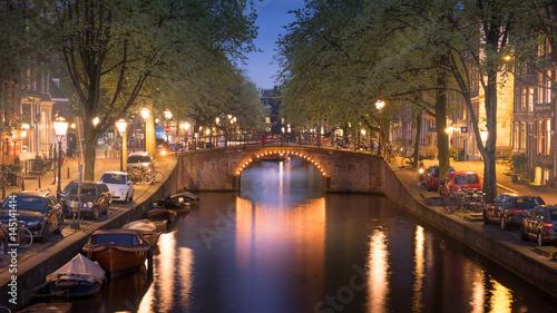 oswietlony-most-w-amsterdamie