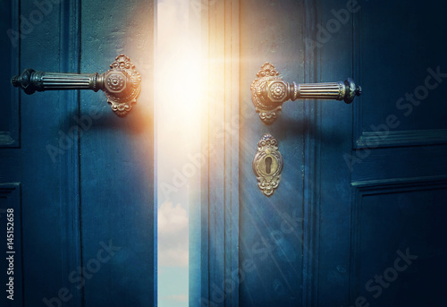 Open blue door Tablou Canvas
