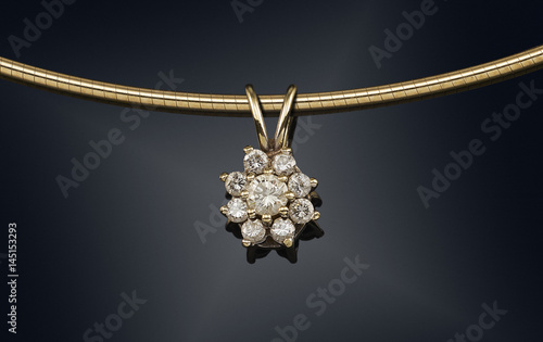 Carta da parati Golden necklace with gemstone isolated on black
