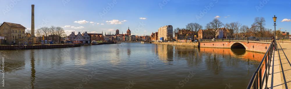 Fototapety, obrazy: Panorama Gdańska w słoneczny dzień z błękitnym niebem