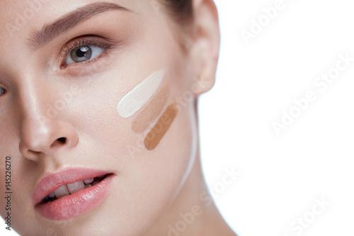 Fotografía  Skin Care. Sexy Girl With Foundation Cream  On Beauty Face
