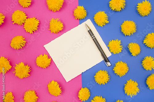 kartka na tle różowo-niebieskim