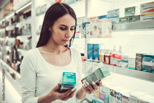 Photo sur Toile Pharmacie At the pharmacy