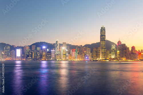 Foto-Kassettenrollo premium - Cityscape and skyline at Victoria Harbour in Hong Kong city at twilight time.