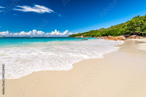 In de dag Strand Beautiful beach at Seychelles