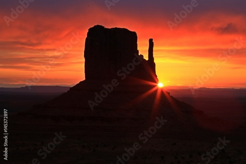 Poster Corail Beautiful sunrise over Monument Valley, Arizona, USA