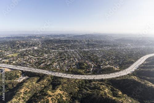 Plakat Widok z lotu ptaka Eagle Rock sąsiedztwo i Ventura 134 Freeway w Los Angeles, Kalifornia.