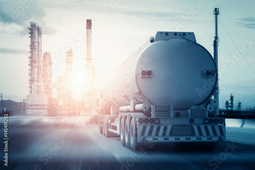 Fotomural  fuel truck in motion on highway and blurred background.