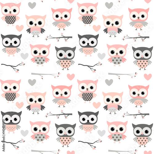 Ładny wektor wzór z kreskówkowymi sowami, sercami i gałęziami w różowych i szarych kolorach na ubrania dla dziewczynek, scrapbooking i wystrój przedszkola