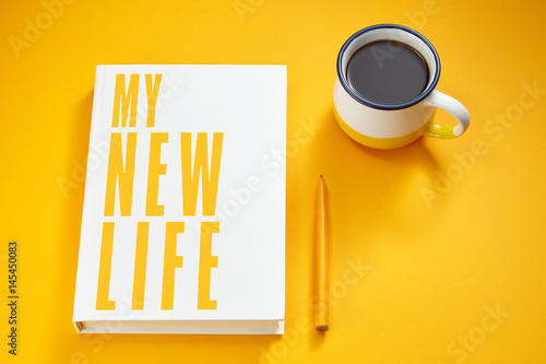 Photo  my new life written on a book