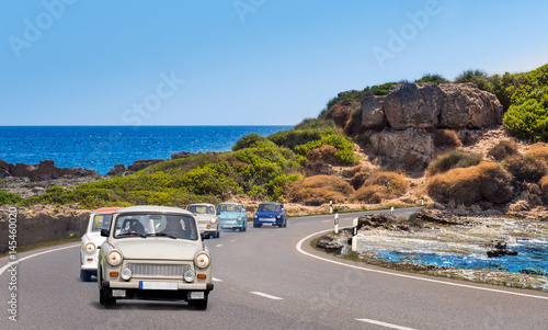 Photo oldtimer trabi am strand, urlaub, camping