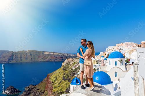 Zdjęcie XXL Młoda para na wyspie Santorini