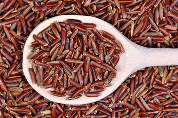 Panel Szklany Red rice in a wooden spoon
