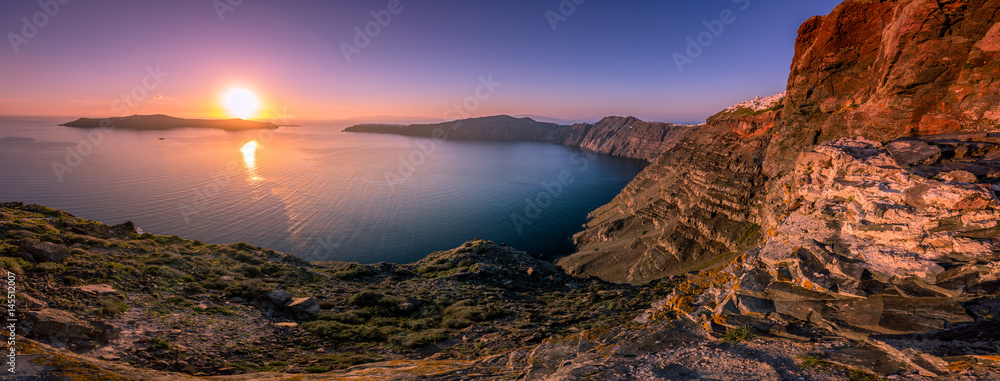 Fototapety, obrazy: Breathtaking panorama of the caldera in Santorini at sunset, Greece.