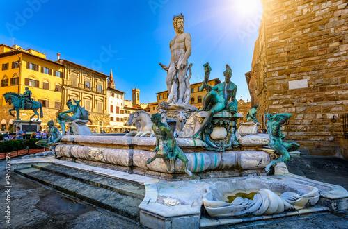 Photo Fountain Neptune in Piazza della Signoria in Florence, Italy