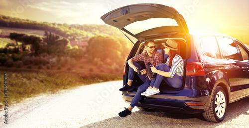 Fototapeta car and two lovers  obraz