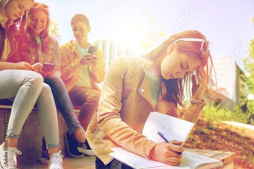 Valokuvatapetti student girl suffering of classmates mockery