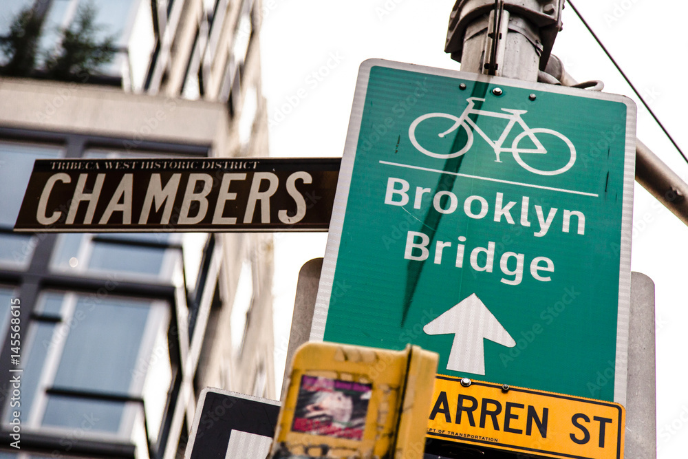 Fototapety, obrazy: Brooklyn Bridge Bicycle Path Sign on Chambers Street New-York