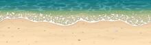 Бесшовный векторный рисунок морского песчаного пляжа с ракушками, камешками и пеной на волнах