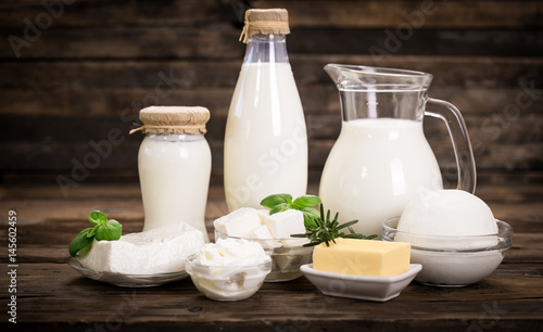 Poster Zuivelproducten Fresh dairy products on the wooden table