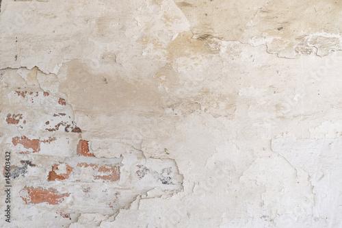 Foto auf AluDibond Alte schmutzig texturierte wand Grungy background. Vintage brick wall with shabby white stucco.
