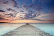 romantischer Sonnenaufgang am Steg