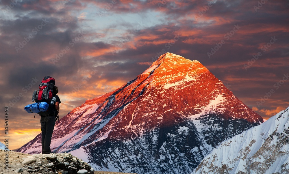 Fototapety, obrazy: Mount Everest from Gokyo valley with tourist