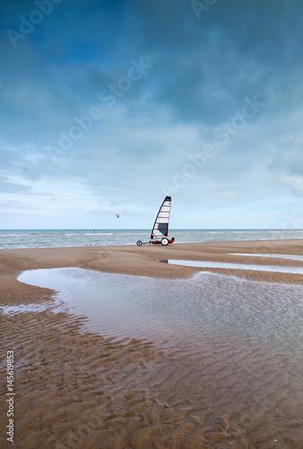 Papiers peints Cappuccino char à voile sur la plage