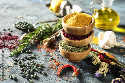 Obraz Spices and herbs on wooden background - fototapety do salonu