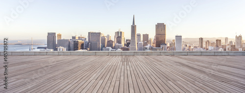 Photo  empty wooden floor with cityscape of modern city