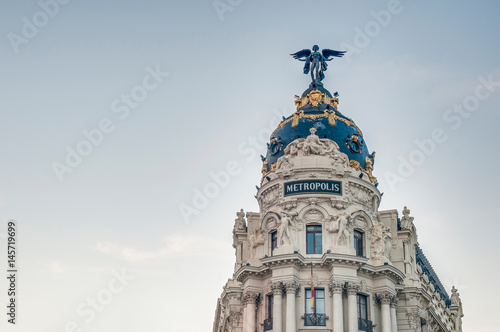 Foto  Metropolis building at Madrid, Spain