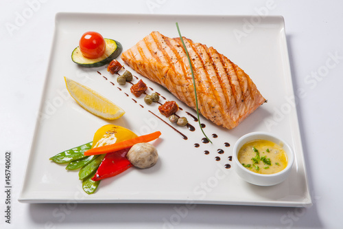 Foto op Aluminium Assortiment Grilled salmon and vegetables on the white plate