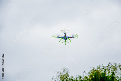white droid flying with a cloudy background фототапет