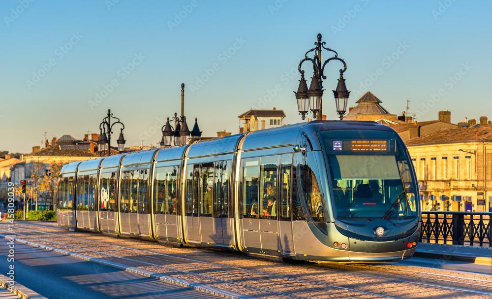 Fototapety, obrazy: City tram on Pont de Pierre bridge in Bordeaux, France