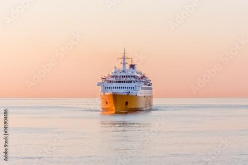 Fotografia, Obraz ferry au large de Bastia au lever du jour