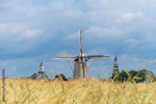 Stickers pour porte Moulins wheat field with windmill