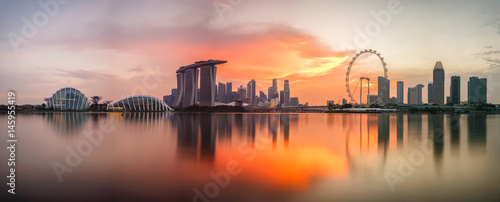 Photo  Singapore skyline at sunset time in Singapore city