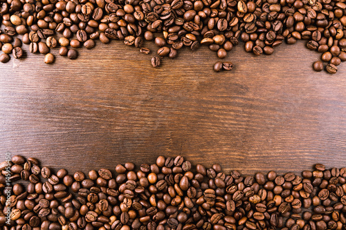 Salle de cafe top view of roasted coffee beans on wooden tabletop