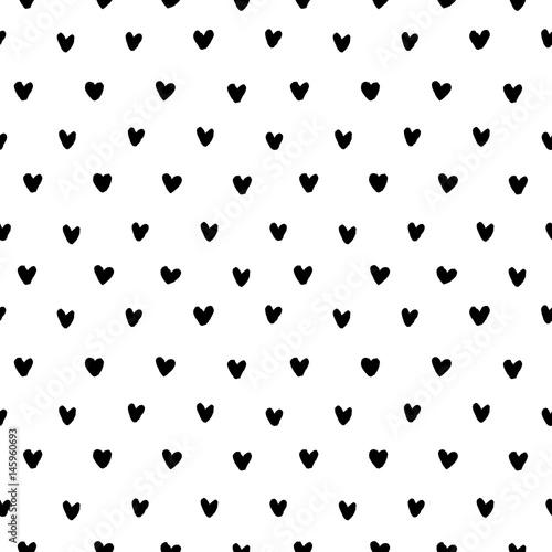 recznie-rysowane-doodle-male-czarne-atramentu-serca-na-bialym-tle-wzor-ilustracji-wektorowych