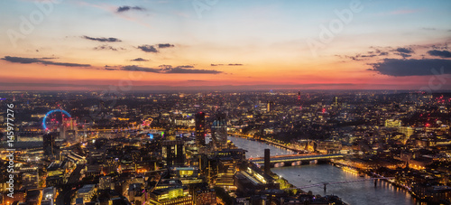 Photo Beautiful sunset over old town of city London, England