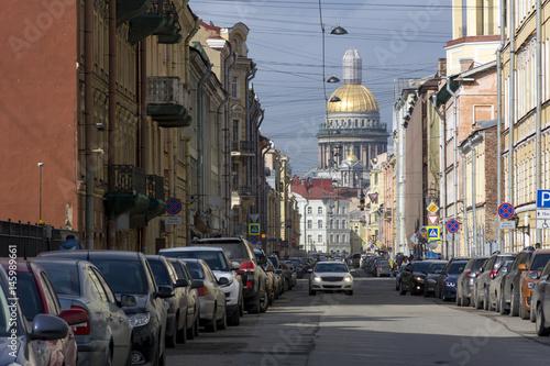 Fototapeta cars on a city street, building, home, away Isaac's Cathedral, Petersburg obraz na płótnie
