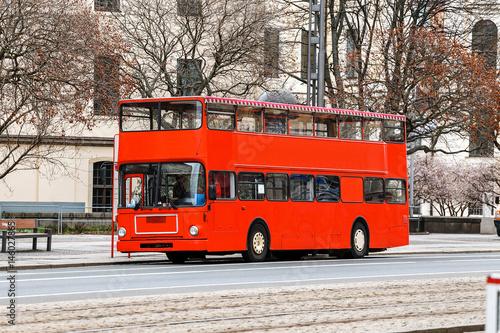 Türaufkleber London roten bus red double decker tourist bus on the europe street